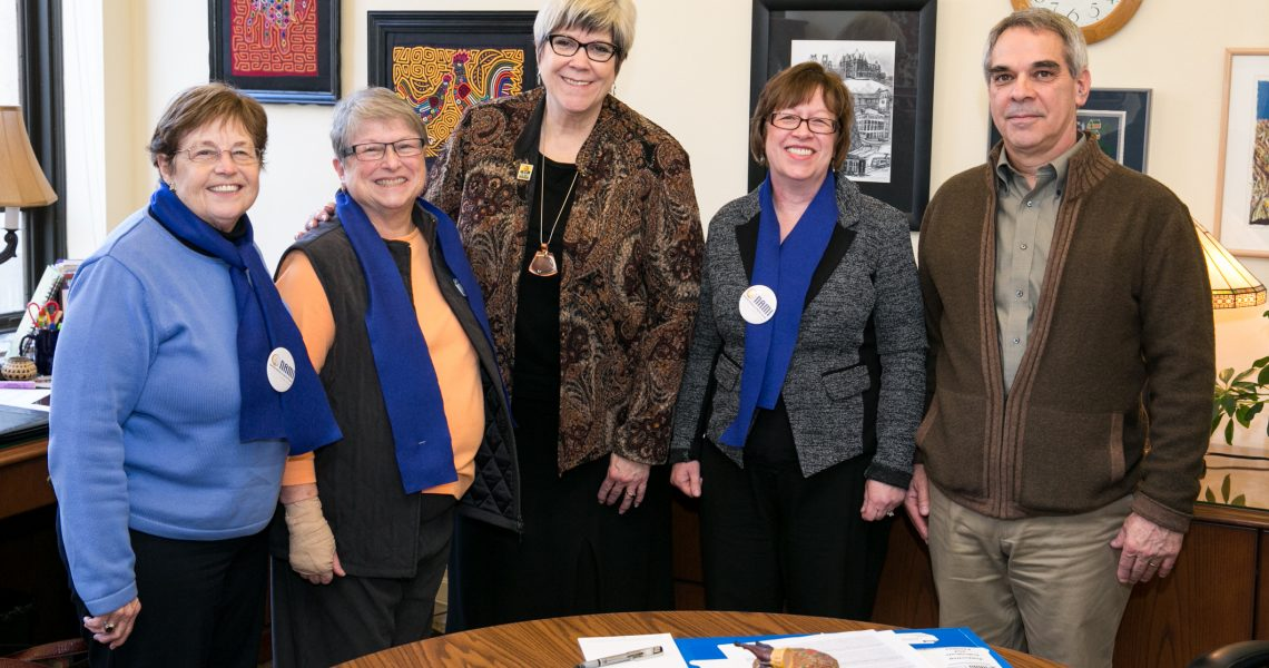 Darneille meets with NAMI members
