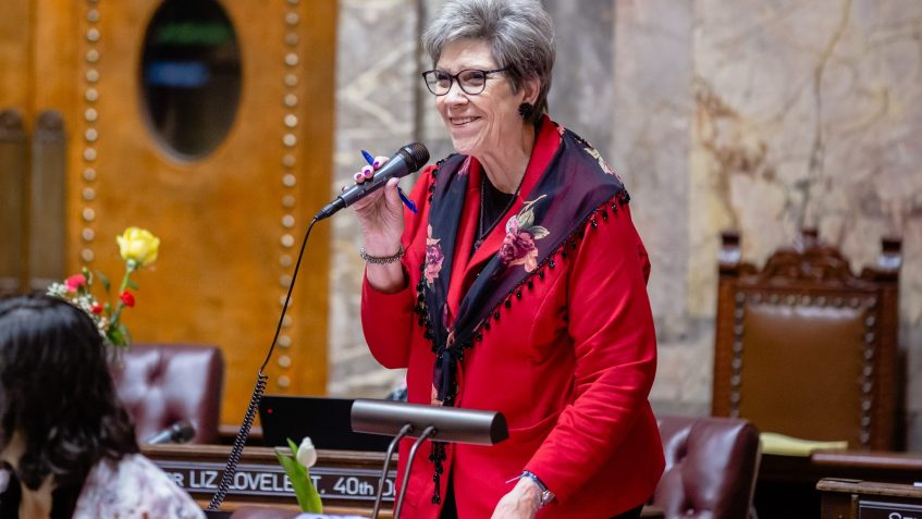 Sen. Jeannie Darneille speaks on the Senate floor.