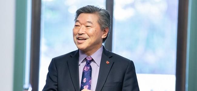 Senator Bob Hasegawa speaks during an event in 2020.
